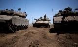 Sejumlah tank Israel bersiaga di kawasan Dataran Tinggi Golan dekat perbatasan dengan Suriah.