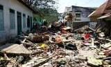 Sejumlah toko dan gudang yang rusak akibat diterjang gempa dan tsunami berkekuatan 7,4 SR di kawasan Pergudangan Kabupaten Donggala, Sulteng, Senin (1/10).