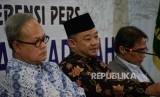 Sekertaris PP Muhammadiyah Abdul Mu'ti (tengah) bersama Ketua PP Muhammadiyah Bahtiar Effendy (kanan) dan Hajriyanto Y Thohari (kiri)