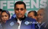 Sekjen DPP Partai Demokrat Hinca Panjaitan memberikan keterangan kepada media usai melakukan Pendaftaran Pemilu 2019 di Kantor KPU Pusat, Jakarta, Senin (16/10).