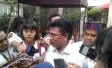 Sekjen Nasdem Johnny G Plate berbicara kepada wartawan di Posko Cemara, Menteng, Jakarta Pusat, Rabu (19/9).