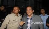 Sekretaris Jenderal (Sekjen) DPR Indra Iskandar (tengah) bersiap memberikan penjelasan kepada wartawan usai menjalani pemeriksaan, di Gedung KPK, Jakarta, Kamis (21/3/2019).