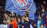Selebrasi para pemain Paris Saint-Germain seusai memastikan gelar juara Liga Prancis musim 2017/2018, Senin (16/4) dini hari WIB.