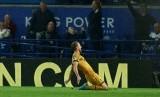 Selebrasi striker Tottenham Hotspur, Harry Kane seusai menjebol gawang Leicester City pada laga Liga Primer di Stadion King Power, Jumat (19/5) dini hari WIB. Kane menjadi top skorer dengan 26 gol.