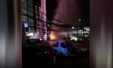 Semburan api akibat pipa gas PGN bocor di Cawang, Jakarta Timur