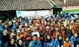 Senat Mahasiswa BSI Salemba 168 (ASM BSI Jakarta dan ABA BSI Jakarta) bersama siswa-siswi SDN  Karangsari 3, Pandeglang, Banten.