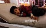 Seorang anak Yaman yang terkena wabah kolera dirawat di sumah sakit setempat di Sana