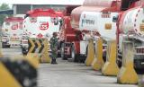 The atmosphere in the Pertamina Balongan Refinery area some time ago. Pertamina Balongan Refinery has strategic functions in maintaining the distribution of fuel oil in Indonesia especially in Java Island.