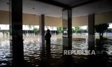 Sekolah kebanjiran. (Ilustrasi)