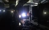 Sisa-sisa kios yang terbakar di Pasar Manis Ciamis, Kabupaten Ciamis, Selasa (25/6) malam.