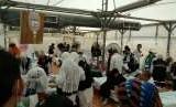 Situasi di Pos Kesehatan Haji Indonesia pada Selasa (21/8) siang. Ramai jamaah haji Indonesia jatuh sakit akibat dehidrasi pada hari pertama lontar jumrah tersebut.
