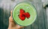 Smoothies berisi yogurt, oatmeal, buah, dan sayur bisa jadi pilihan sarapan sehat.