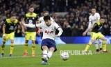Son Heung-min akan absen membela Tottenham Hotspur melawan Borussia Dortmund karena retak tulang lengan.