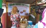 Sri Sulastri atau Tati (40 tahun), tukang jamu yang memanfaatkan fasilitas pembiayaan ultra mikro (UMi), ketika ditemui Republika di Serang, Banten, Jumat (15/3).
