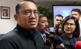 Staf Khusus bidang Komunikasi Publik dan Hubungan Antarlembaga Kementerian Pertahanan, Dahnil Anzar Simanjuntak (Kiri)