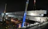 Steel box girder (SBG) terakhir di ruas jalan layang tol Jakarta-Cikampek, telah terpasang.