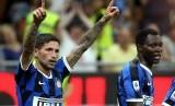 Stefano Sensi (kiri) usai mencetak gol kemenangan bagi Inter Milan. Sensi harus kembali menepi setelah dilaporkan mengalami cedera retak tulang pada kaki sebelah kiri.