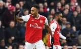 Striker Arsenal Pierre-Emerick Aubameyang merayakan gol ke gawang Chelsea.