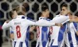 Striker FC Porto, Andre Silva (kanan) merayakan gol ke gawang Leicester City bersama rekan setim pada laga Liga Champions di stadion Dragao, Kamis (8/12) dini hari WIB. Porto menang telak, 5-0.