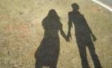 Studi menemukan pasangan yang harmonis di Facebook, serta kerap menyinggung satu sama lain lewat foto atau status, memiliki hubungan yang berumur lebih panjang.