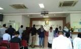 Suasana antrean pengurus paspor di Kantor Imigrasi Depok.