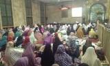 Suasana i'tikaf rutin bulanan di Masjid Agung Sunda Kelapa (MASK) Menteng, Jakarta Pusat, Sabtu (7/10).