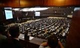 Suasana jalannya sidang paripurna pemilihan pimpinan MPR di Gedung Parlemen, Jakarta, Selasa (7/10).(Republika/Agung Supriyanto)