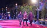 Suasana karpet merah menjelang pelaksanaan Piala Citra 2018, Ahad (9/12). Gading Marten, Adipati Dolken, dan Abimana Aryasatya berjalan bersama menuju Gedung Teater Jakarta, Taman Ismail Marzuki.