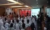 Suasana kegiatan Laporan Akuntabilitas Ayo Menabung dan Berbagi (AMDB) 2019, di Graha Niaga, Sudirman, Jakarta, Kamis (23/1). Dalam acara ini, CIMB Niaga menyerahkan donasi penunjang pendidikan terkait kewirausahaan dan pengembangan anak didik di tiga SMA/SMK dan tiga yayasan disabilitas.