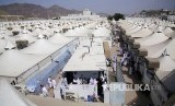 Suasana kota tenda Mina tempat jamaah haji melaksanakan ibadah Tarwiyah sebelum menuju Padang Arafah, Makkah, Arab Saudi, Jumat (9/8). Sekitar 2 juta jamaah haji dari berbagai negara akan memulai berwukuf di tempat ini sebagai syarat sah berhaji.
