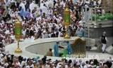 Suasana Masjidil Haram yang dipadati jamaah umrah dari berbagai negara, Makkah, Senin (24/2) lalu. Pemerintah Arab Saudi menghentikan jamaah umrah memasuki wilayah negaranya untuk menghindari penyebaran virus covid-19.