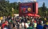 Suasana nonton bareng pertandingan di Fan Fest.