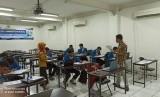 Suasana pelaksanaan sertifikasi kompetensi network administrator muda di TUK LSP BSI Kampus Margonda, Kota Depok.
