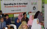 Suasana pelatihan dan upgrading untuk Dai dan  Guru Ngaji Alquran  di Gang Dolly.