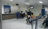 Pembuatan paspor di Meulaboh tetap stabil di tengah maraknya Corona. Suasana pelayanan di salah satu kantor imigrasi (ilustrasi).