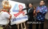 Suasana peluncuran logo HUT ke-48 tahun Perum Jamkrindo di Jakarta, Senin (30/4).