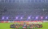 Suasana pembukaan kompetisi Sepak Bola Liga-1 Indonesia 2020 di Gelora Bung Tomo (GBT), Surabaya, Jawa Timur, Sabtu (29/2/2020).