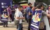 Suasana pengunjung dan Sandwhicman di lokasi Asian Fest, Asian Games 2018 di SUGBK, Senayan, Jakarta.