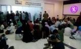 Suasana pengurusan rekam biometrik di kantor VFS Tasheel.