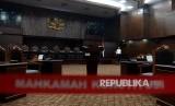 Suasana ruang sidang yang akan digunakan pada sidang perdana sengketa Pemilhan Presiden (Pilpres) 2019 di Mahkamah Konstitusi, Jakarta.