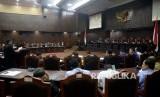 Suasana sidang lanjutan uji materi terkait Peraturan Pemerintah Pengganti Undang-Undang Nomor 2 tahun 2107 tentang Organisasi Kemasyarakatan (Perppu Ormas) di Mahkamah Konstitusi, Jakarta, Kamis (14/9).