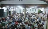 Suasana Tarawih malam pertama Ramadhan 1439 H di Masjid Agung Sunda Kelapa (MASK), Menteng, Jakarta Pusat, Rabu (16/5) malam.