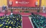Suasana wisuda priode II tahun 2019 Universitas Negeri Semarang (Unnes), Kamis (27/6).
