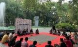 Suropati Syndicate menyelenggarakan Diskusi Publik, yang berlokasi di Taman Suropati Menteng Jakarta Pusat, Ahad (18/8).