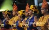 Tarian Pasambahan dalam acara Hari Pers Nasional (HPN) 2018 di Padang, Sumatera Barat.