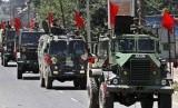 Tentara India melakukan patroli di jalan-jalan di ibu kota Kashmir, Srinagar, India. (ilustrasi)