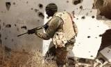 Tentara Libya di Timur Benghazi. Penerbangan dari Bandara Mitiga di ibu kota Libya, Tripoli, dihentikan karena serangan pada Senin (17/2). Ilustrasi.