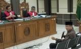 Terdakwa kasus dugaan suap pengurusan dana alokasi khusus Kab. Kebumen dan Kab. Purbalingga, Wakil Ketua DPR Taufik Kurniawan (kanan), saat menjalani sidang dengan agenda pemeriksaan terdakwa di Pengadilan Tipikor Semarang, Jawa Tengah, Rabu (12/6/2019).