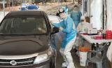 Tes virus corona baru (Covid-19) di klinik drive-thru otomobil, Cheonan, Korea Selatan.