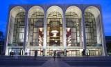 The Metropolitan Opera di New York menawarkan tiket masuk gratis bagi pekerja terdampak shutdown.
